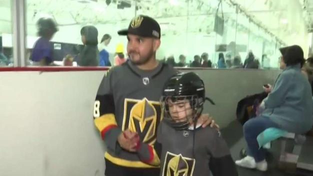 Pasión por el hockey en Las Vegas une a padre e hijo hispanos
