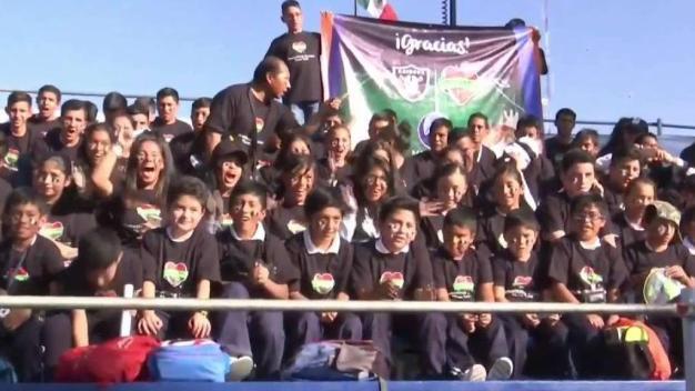 Raiders realizan donación junto a organización local