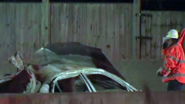 Camión arrolla a pareja de esposos que cambiaba llanta