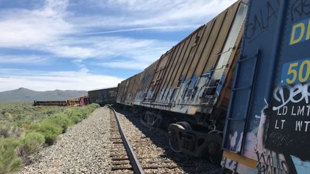 Se descarrila tren con municiones del ejército en NV