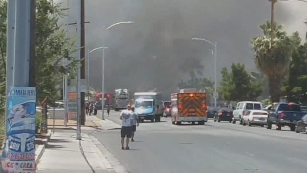 Bomberos responden a incendio en Eastern y Stewart