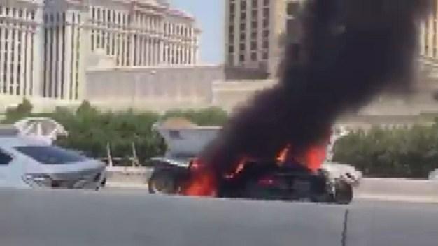 Carro en llamas causa tráfico en Interestatal 15