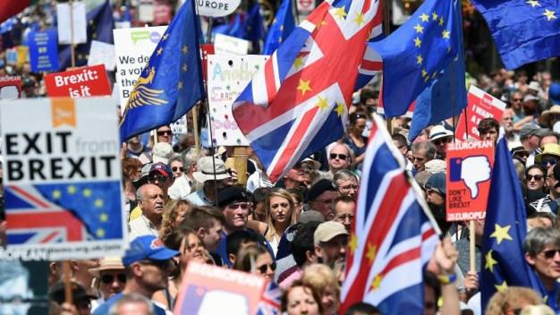 """Londres: miles marchan contra el """"brexit"""" y exigen voto"""