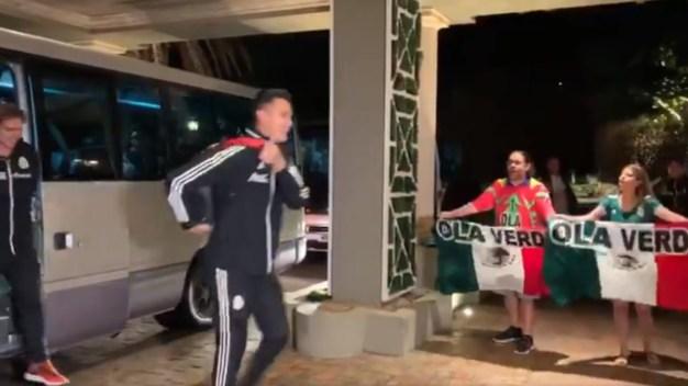 Video viral: jugadores de El Tri ignoran a aficionados