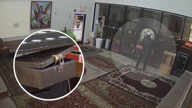 Captado en video cómo se roba limosna de iglesia