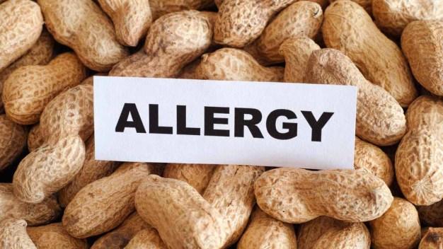 Respaldan aprobar tratamiento para alergias al maní