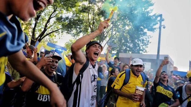 Hinchas de Boca festejan su día en medio de tristeza