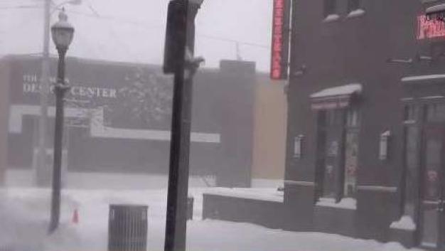 Tormenta de nieve impacta a millones en EEUU