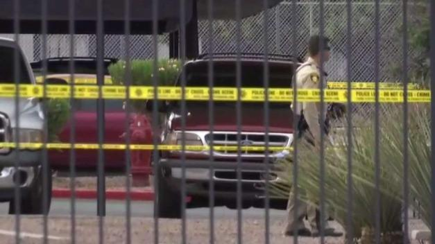 Policía: tras huir de oficiales se encierra en departamento