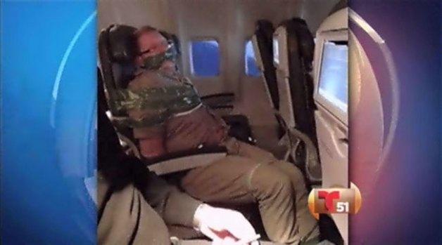 Video: Insólito: Atan a pasajero ebrio