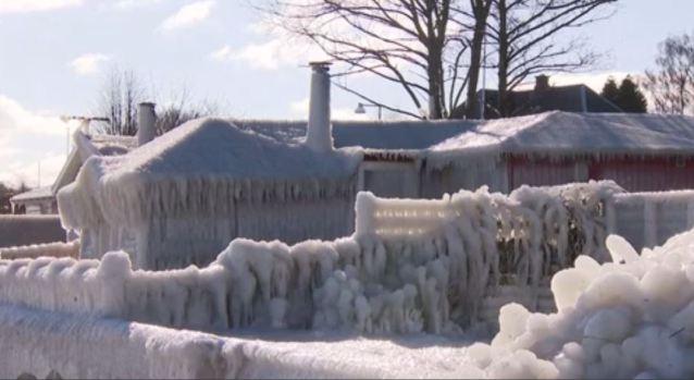 [TLMD - NATL] La casa de playa congelada, donde todo se convirtió en hielo