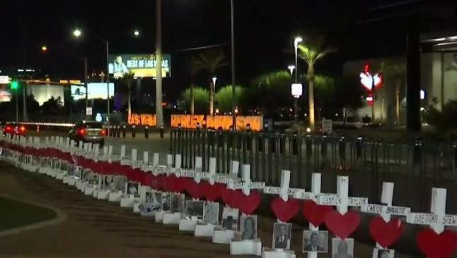 Cruces regresan al letrero de Bienvenido a Las Vegas