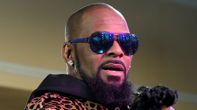 R. Kelly se entrega tras acusaciones de abuso sexual