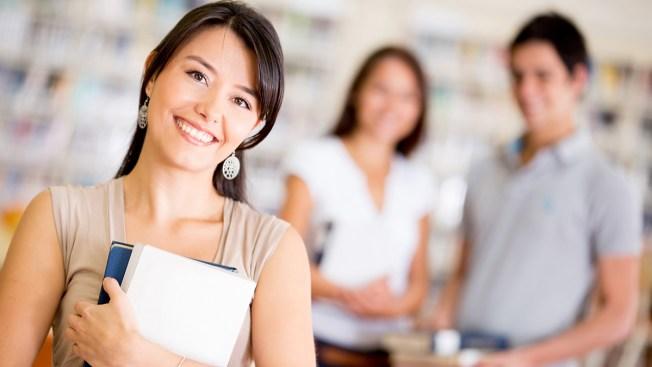 CNBC: consejos para pagar una carrera universitaria