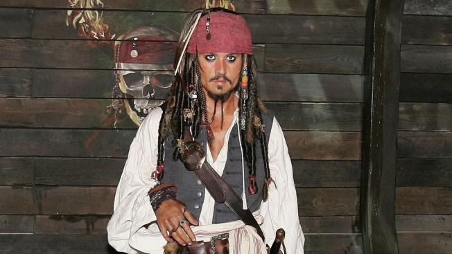 Depp visita hospital de niños como Jack Sparrow