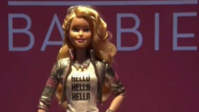 Barbie que habla preocupa a padres