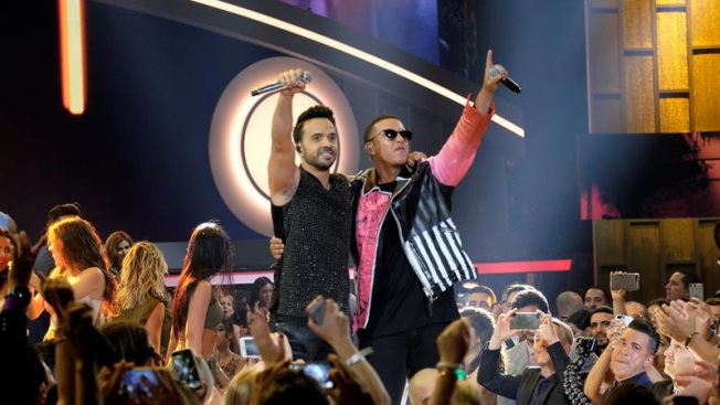 Fonsi, Yankee y Shakira van por el American Music Award