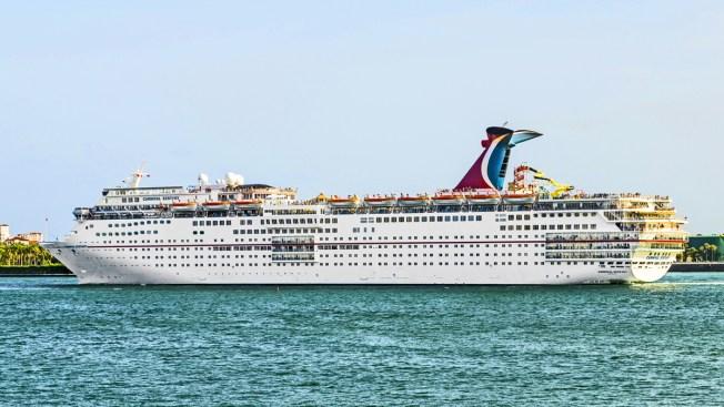 Mujer cae desde crucero Carnival Ectasy en Bahamas