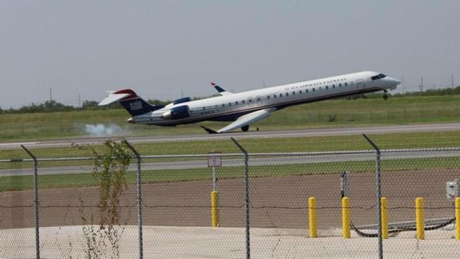 Pasajeros se llevan un susto durante aterrizaje