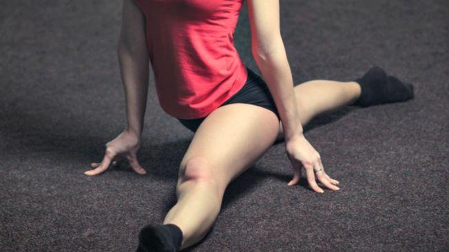 Video: actriz malherida al hacer acrobacia en TV