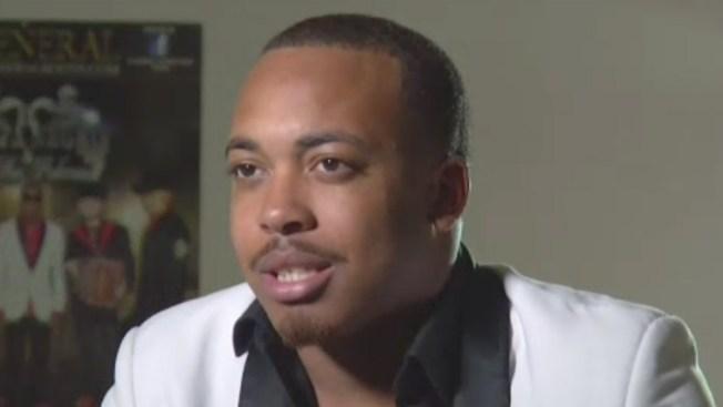 Afroamericano se roba el show al cantar corridos