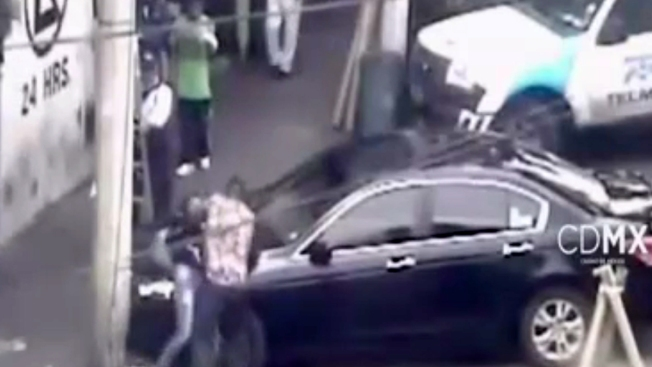 Captado en cámara: agresión brutal a mujer