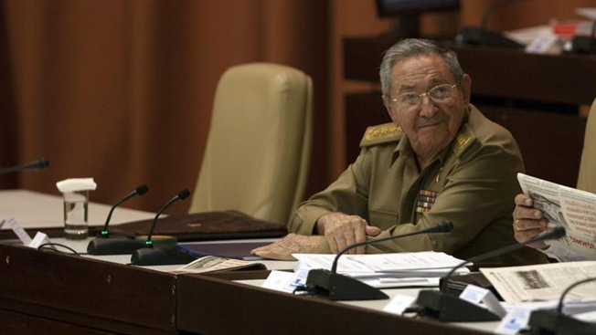 Raúl Castro insiste con el fin del embargo