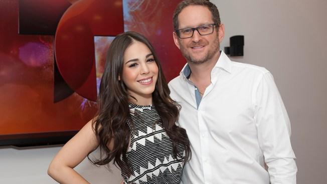 Danna Paola firma con Telemundo