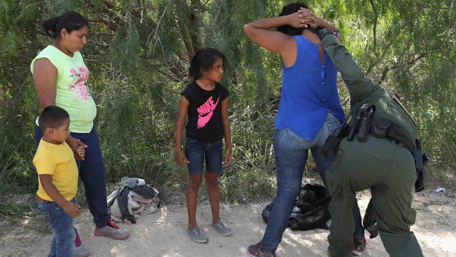"""Demandan al gobierno de Trump por las deportaciones """"express"""""""