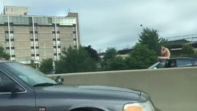 Nudista para tráfico de autopista en Connecticut