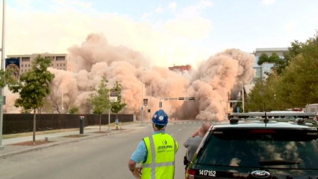 Impresionante: implosionan dos hoteles
