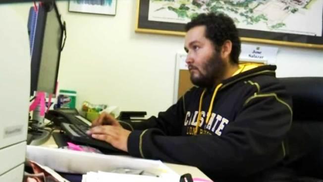 Estudiante indocumentado pide recibir sueldo