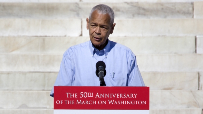 Muere activista afroamericano Julian Bond