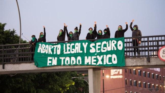 Mujeres se manifiestan y exigen aborto legal