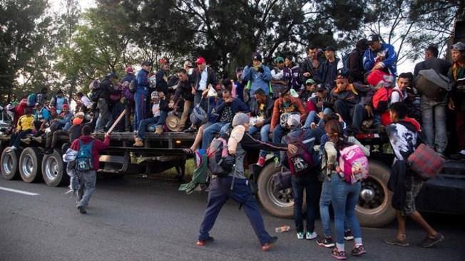 Migrantes: En 5 grupos avanzan hacia la frontera