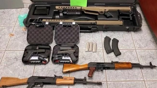 Arrestan a menor de EEUU por intentar introducir armas