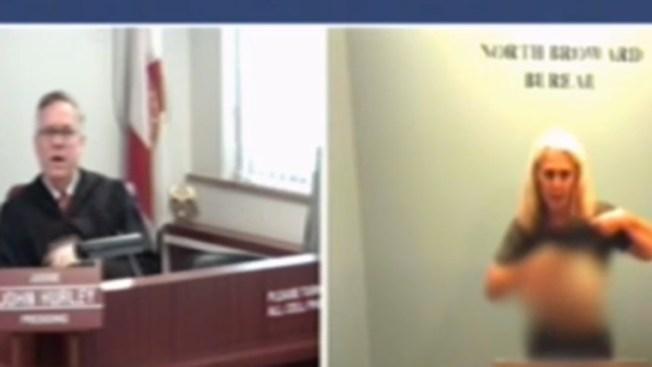 Insólito: acusada le muestra los pechos al juez