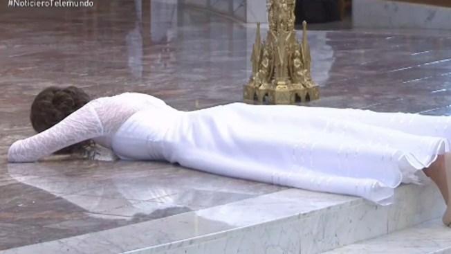 Mujer virgen se casa, literalmente, con Jesucristo