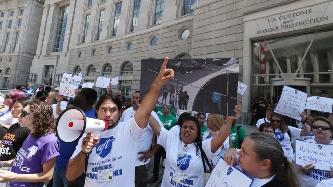 Según activistas, las separaciones de familias migrantes continúan