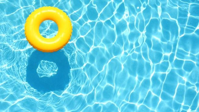 Niña hispana salva a hermanita de morir ahogada
