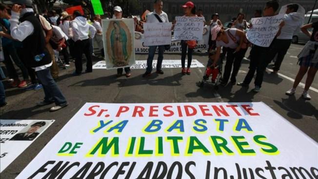 México: Juez libera a 4 militares implicados en matanza