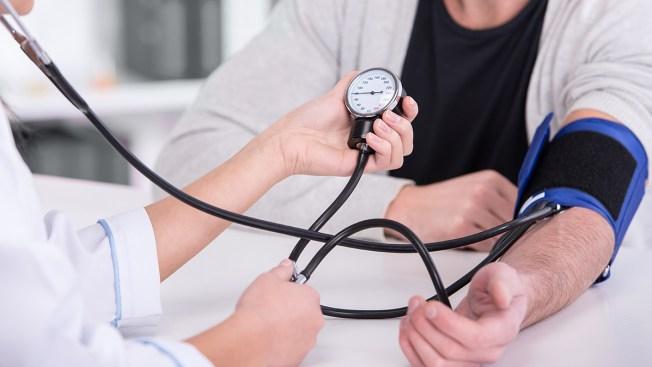 California considera brindar atención médica a indocumentados