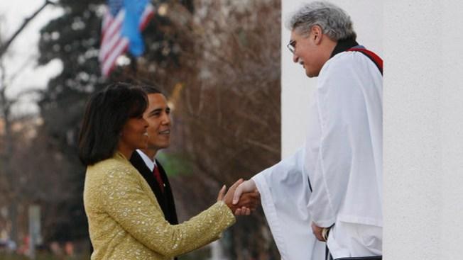 Pastor hispano hace bendición presidencial