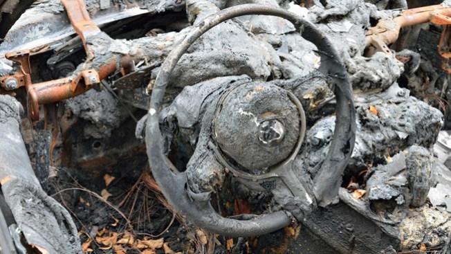 Mueren quemadas en accidente de auto