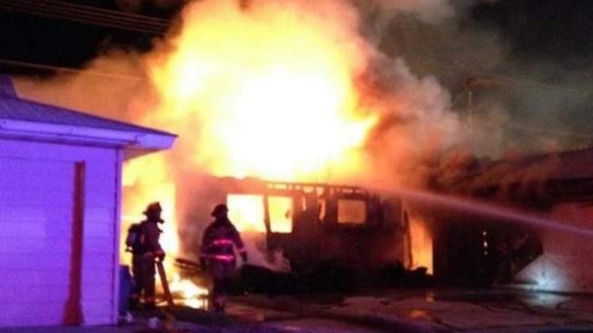 Fuego consume residencia en Crestline Drive