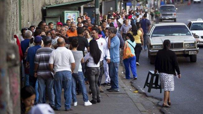 Venezuela vota tranquila y masivamente