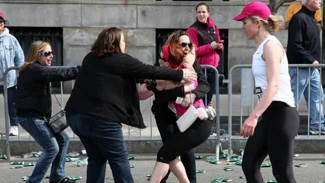 Bombas matan a tres en Boston