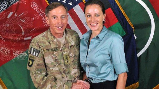 Reaparece Petraeus, pedirá perdón