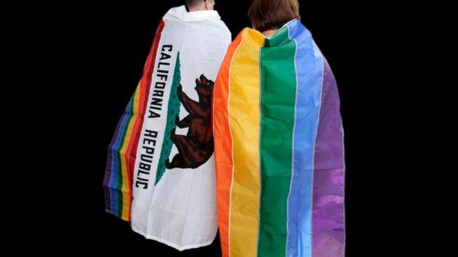 Cientos de besos a favor de pareja gay