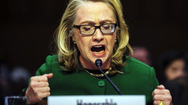 """Hillary admite """"deficiencias"""" en Bengasi"""